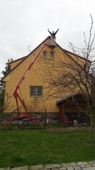Nátěr fasády z plošiny