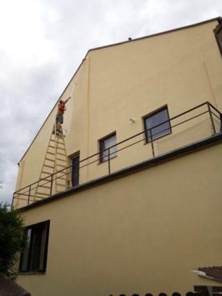 Názorná ukázka nátěru fasády